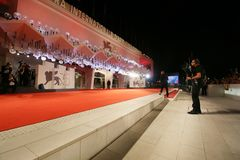 Free Atmosphere Walks The Red Carpet Stock Photo - 125349640
