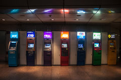 ATMs i en gångtunnel arkivbild