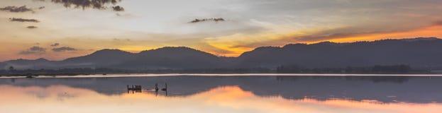 Atmósfera y puesta del sol hermosas Foto de archivo libre de regalías