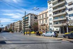 11 03 2018 Atnens, Ελλάδα - σπίτια και οδοί της Αθήνας, σύγχρονα Στοκ Φωτογραφία