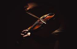 Ato de um jogador do violino imagens de stock royalty free