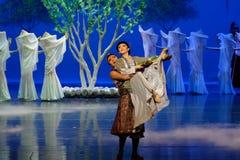 Ato feliz- da família primeiro: o ` de seda da princesa do ` do drama da dança da jardim-epopeia da amoreira fotos de stock