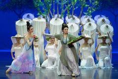 Ato feliz- da família primeiro: o ` de seda da princesa do ` do drama da dança da jardim-epopeia da amoreira imagens de stock royalty free