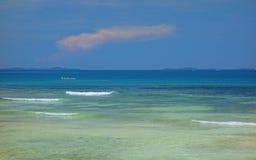 Atol no Oceano Pacífico fotografia de stock royalty free