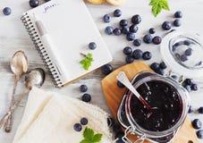 Atolamento caseiro da uva-do-monte Fotografia de Stock Royalty Free