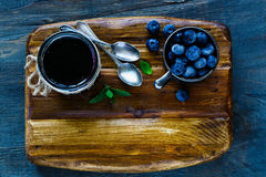 Atolamento caseiro da uva-do-monte Fotografia de Stock
