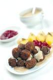Atolamento das batatas do molho do meatball de Sweedish Kottbullar Fotos de Stock
