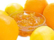 Atolamento do citrino com a laranja e o limão isolados Imagens de Stock