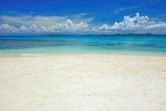 Atoll dans l'océan pacifique images libres de droits