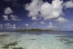 Atollo e laguna di Fakarava vicino al passaggio del sud di Tumakohua Tetamanu - Polinesia francese Immagini Stock
