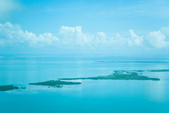 Atolones en el océano Imágenes de archivo libres de regalías