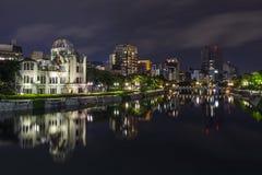 Atombombkupol på natten i Hiroshima Royaltyfria Bilder