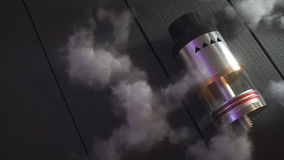 Atomizador do gotejamento de Rebuildable em nuvens do vape 3d rendem Imagem de Stock Royalty Free