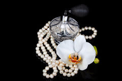 Atomizador luxuoso da garrafa de perfume Fotografia de Stock