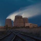 Atomkraftwerk auf der Küste Lizenzfreie Stockfotos