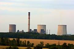 Atomkraftwerk an der Dämmerung Lizenzfreie Stockfotos
