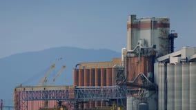 Atomkraftwerk mit Bergen hinten stock video footage
