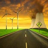 Atomkraftwerk mit Windkraftanlagen Stockbilder