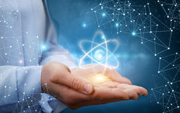 Atommolekyl i kvinnliga händer Fotografering för Bildbyråer