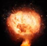 Atoombomexplosie op zwarte achtergrond wordt geïsoleerd die Stock Foto's