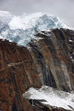 atop för glaciärhimalayas för klippa den jätte- nepal rocken Royaltyfria Foton
