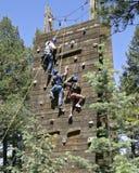 atop klättringväggen Arkivbild