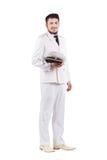 Ator do oficial da marinha que sorri no uniforme do branco de vestido Imagens de Stock