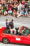 Ator Judge Reinhold Waves To Crowd At Dragon Con Parade Fotografia de Stock