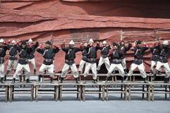 Atores chineses da minoria no teatro ao ar livre por Imagem de Stock