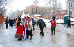 Atores da rua que cumprimentam visitantes da celebração Foto de Stock Royalty Free