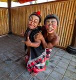Atores do Balinese que levantam para turists imagem de stock royalty free