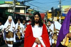 Atores e caráteres no reenactment da paixão de Cristo fotos de stock royalty free