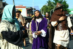 Atores e caráteres no reenactment da paixão de Cristo fotografia de stock royalty free