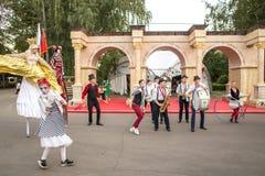 Atores em um festival de Turquia em Moscou fotografia de stock