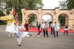 Atores em um festival de Turquia em Moscou imagem de stock