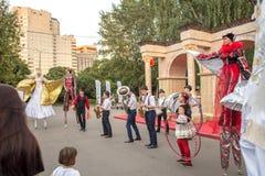 Atores em um festival de Turquia em Moscou fotografia de stock royalty free
