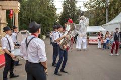 Atores em um festival de Turquia em Moscou fotos de stock