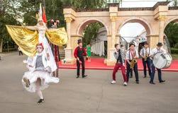 Atores em um festival de Turquia em Moscou imagem de stock royalty free