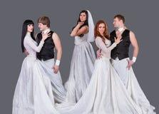 Atores na dança do vestido de casamento foto de stock