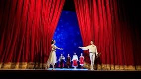 Atores na fase do teatro da ópera de Wroclaw fotografia de stock royalty free