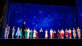Atores na fase do teatro da ópera de Wroclaw imagens de stock royalty free