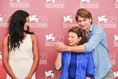 Atores Stanislas Merhar, Aurora Marion e Chantal Akerman imagem de stock royalty free