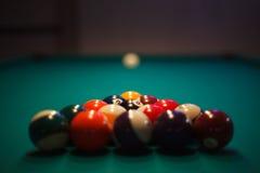 Atormentado y aliste - las bolas de piscina fijadas para el juego Imagenes de archivo