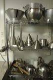 Atormente con los materiales de cocinar profesionales Fotos de archivo libres de regalías