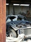 Atrás das portas fábrica abandonada Tallinn fotos de stock