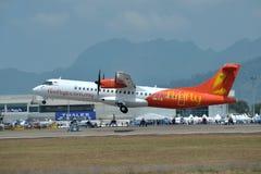 萤火虫航空器ATR 72-600 图库摄影