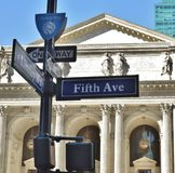 Atração Bryant Park do marco histórico de Fifth Avenue NYC da biblioteca pública de New York City Schwarzman fotos de stock