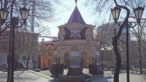 A atração da cidade é o arco do Tsarevich vídeos de arquivo