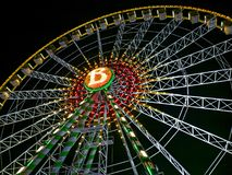 Atração de Bellevue da roda grande iluminada na noite fotos de stock royalty free