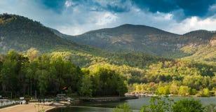 Atração do lago em Ridge Mountains azul imagens de stock